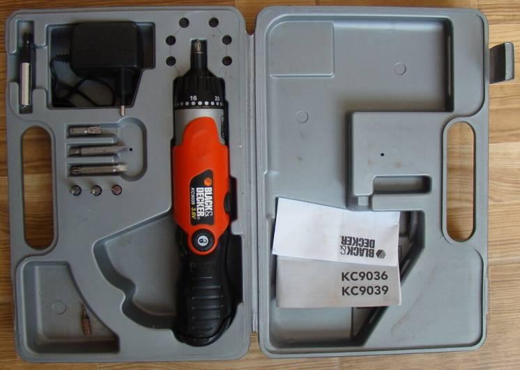 шуруповерт мініатюрний Black & Decker KC9039