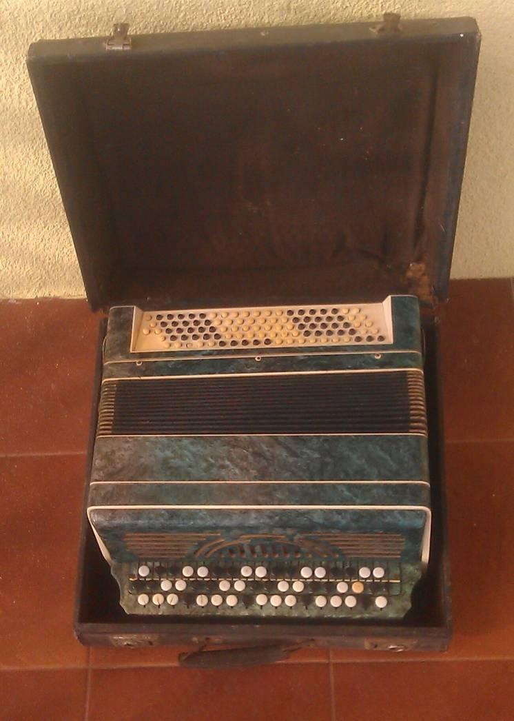 Гармонь (Горьковская гармонная фабрика имени Н. Крупской 1940-1950г