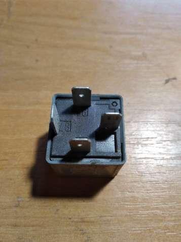 Реле включения вентилятора 8D0951253A Audi A4 (B5)