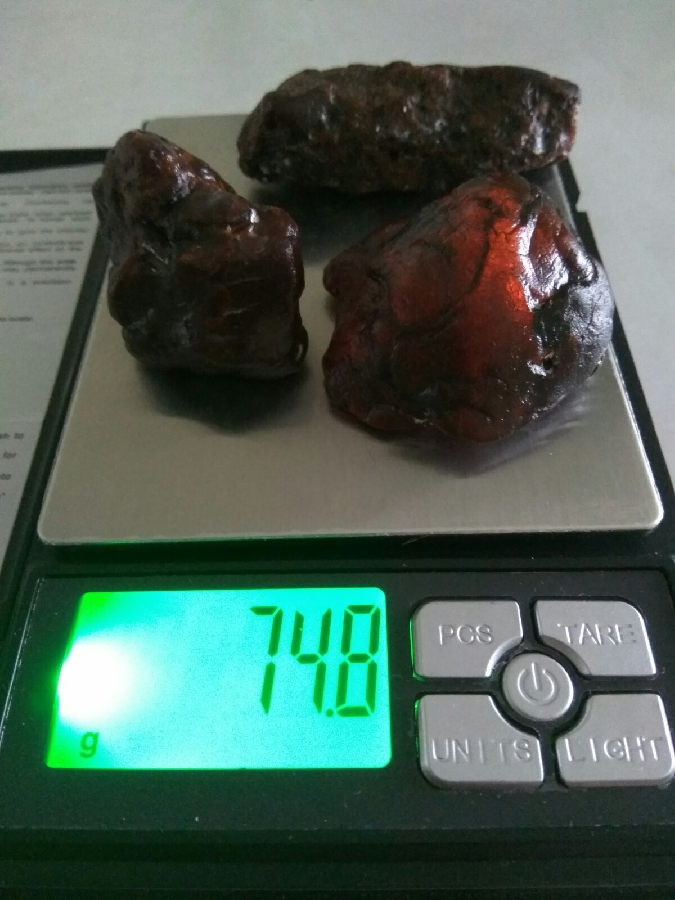 Янтарь 74,8 грамм.