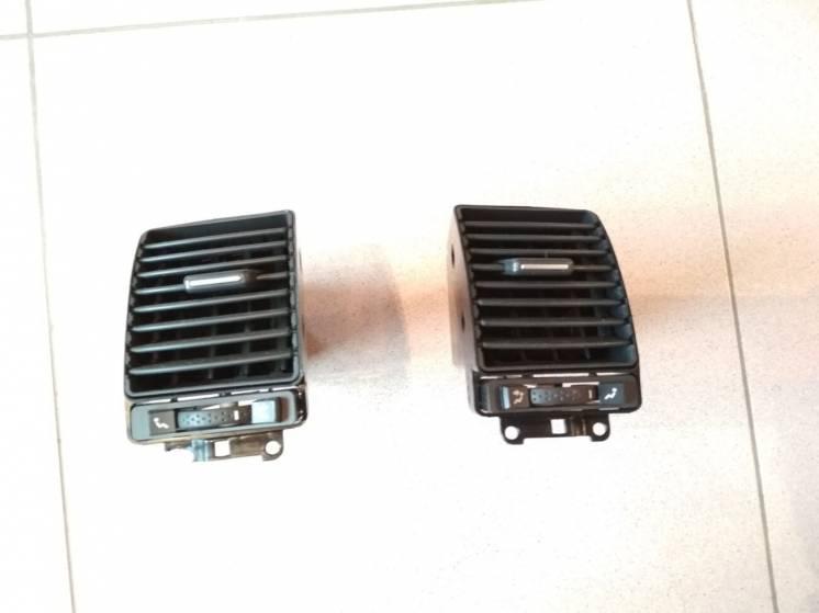RENAULT LAGUNA II решётка вентиляции воздуховод  A1068600 A1068601