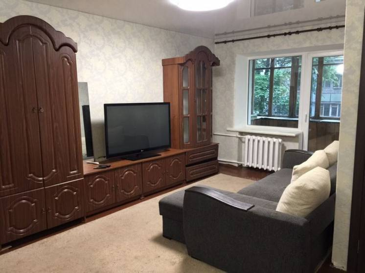 СДАМ светлую 2-к квартиру с хорошим ремонтом на Титова