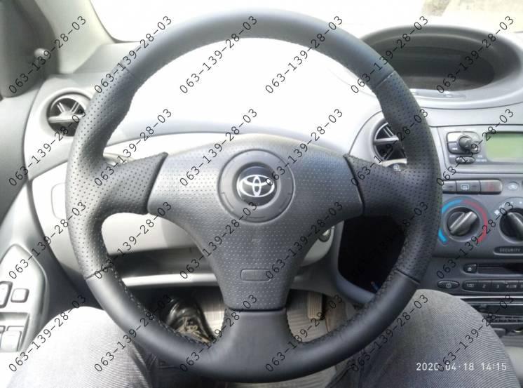 Toyota Yaris 1999-2005 Кожаная оплетка чехол на руль Тойота