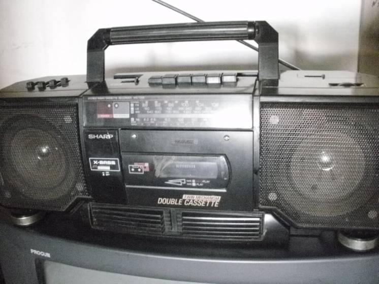 Магнитола SHARP WQ_238.TWIN DOUBLE CASSETTE MECHANISM!FM! AUX-IN !