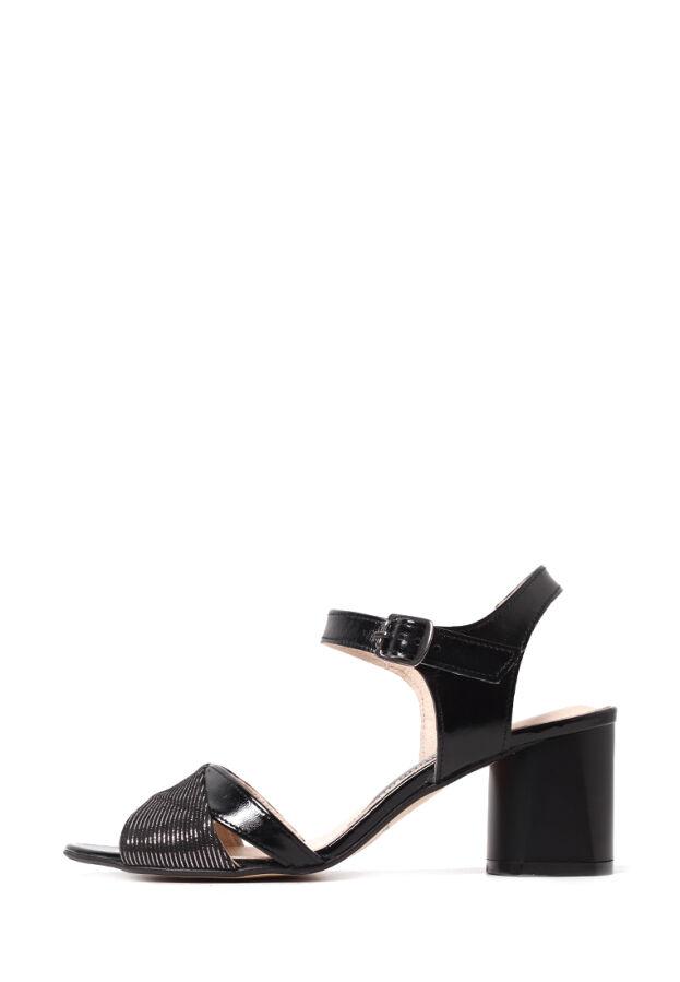Кожаные женские черные босоножки на устойчивом каблуке