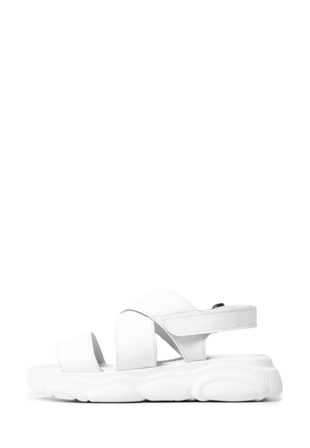 Кожаные женские белые спортивные босоножки на массивной платформе