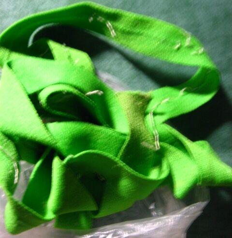 косая бейка трикотажная зелёная.