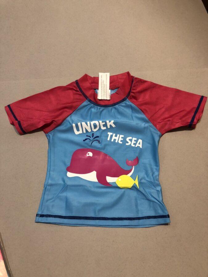 Продам новую детскую футболочку для купания на девочку