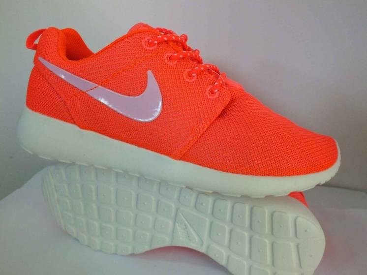 Чоловічі кросівки Nike Roshe Run розмір 37 38 39 розмір 99938