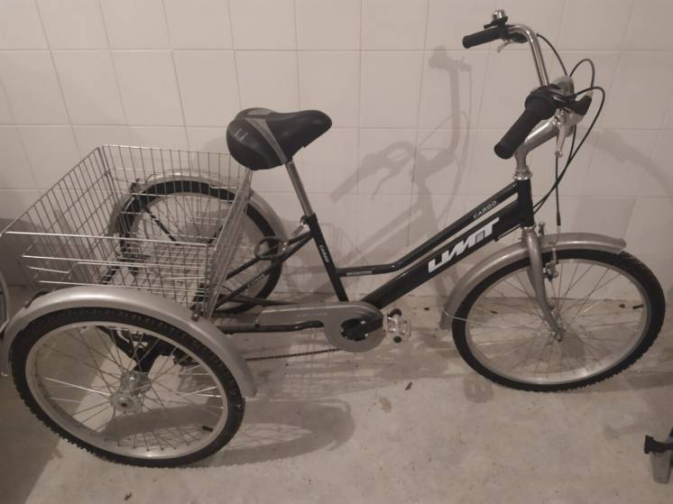 Велосыпед триколесний, перемикаються передачі.