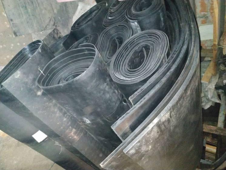 Резина листовая и рулонная для промышленных и бытовых нужд.