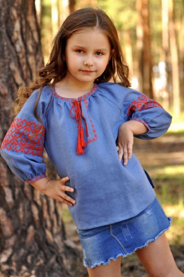 Дитяча блуза з вишивкою з тонкого льону