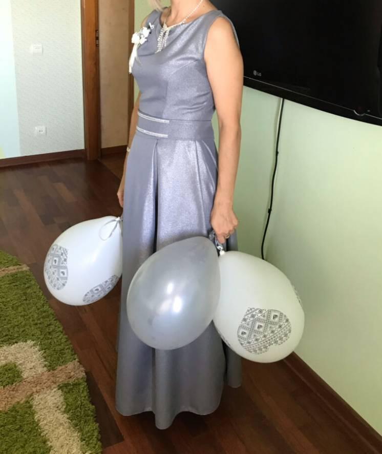 Срібне плаття для красуні