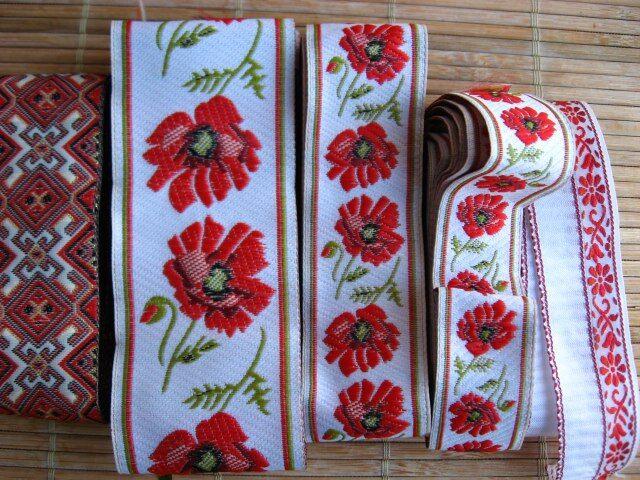 лента тесьма красный этно орнамент, узор ромбы и цветы на белом 10 гр
