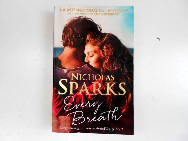 Книга на английском Every Breath Nicholas Sparks Каждый вдох