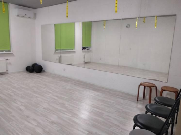 Сдаю в почасовую аренду зал для занятий фитнесом или танцами.
