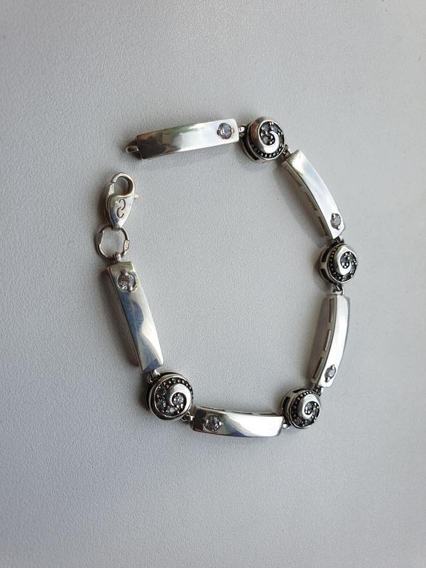Серебряный браслет с круглыми вставками