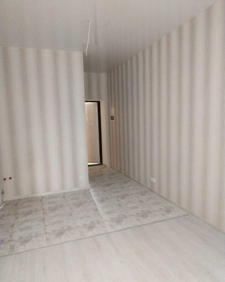 однокомнатную квартиру-студию в новом сданном доме