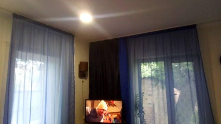 Продам пол дома + флигель (жилой) в одном дворе. Двор отдельный