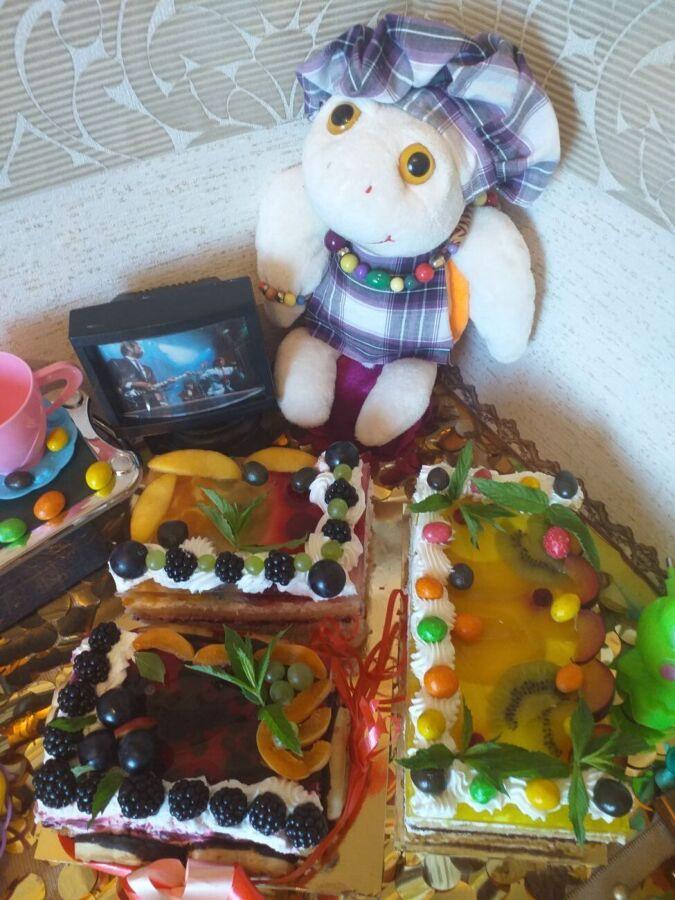 Торт на заказ Пирожные Эклеры