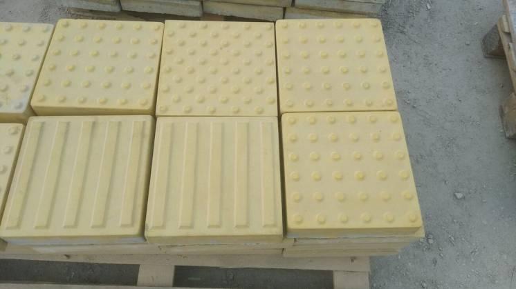 Плитка тактильная 300х300х60 бетонная, желтая