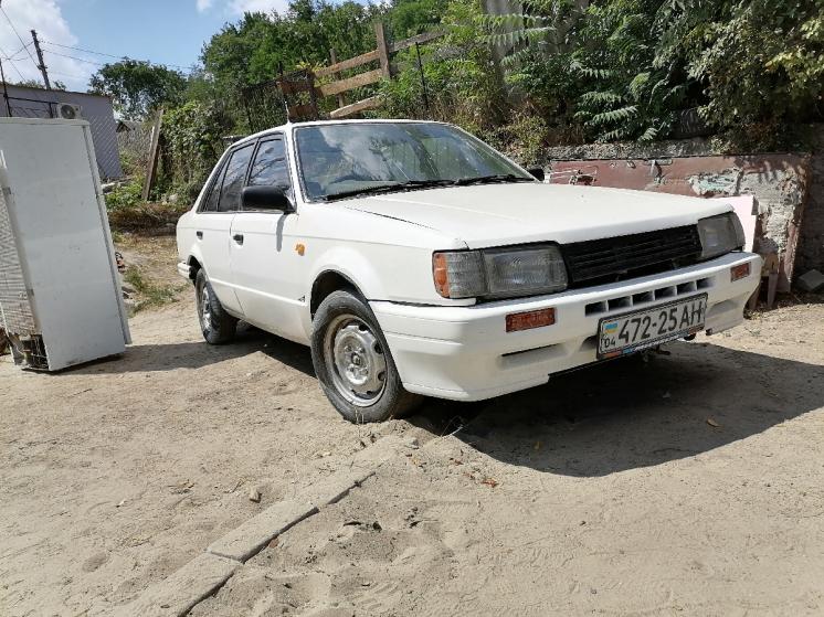 Автомобиль Mazda 323 BF