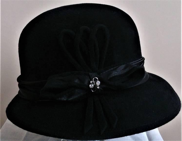 Продам дамскую шляпу.
