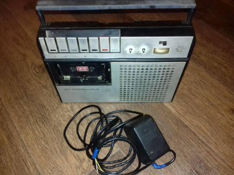 Магнитофон Электроника 321 (из блоком питания)