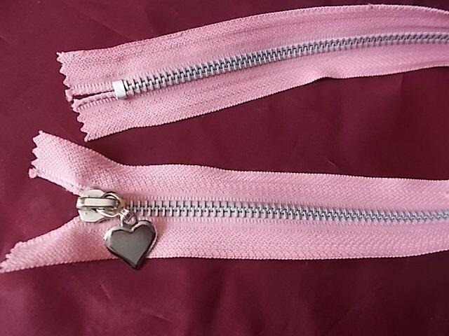 Застежка *молния* с сердечком розовая металлическая L= 39 Cm