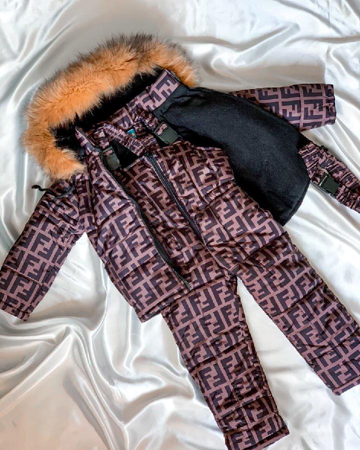 Детакий зимний комбинезон в стиле фенди с мехом
