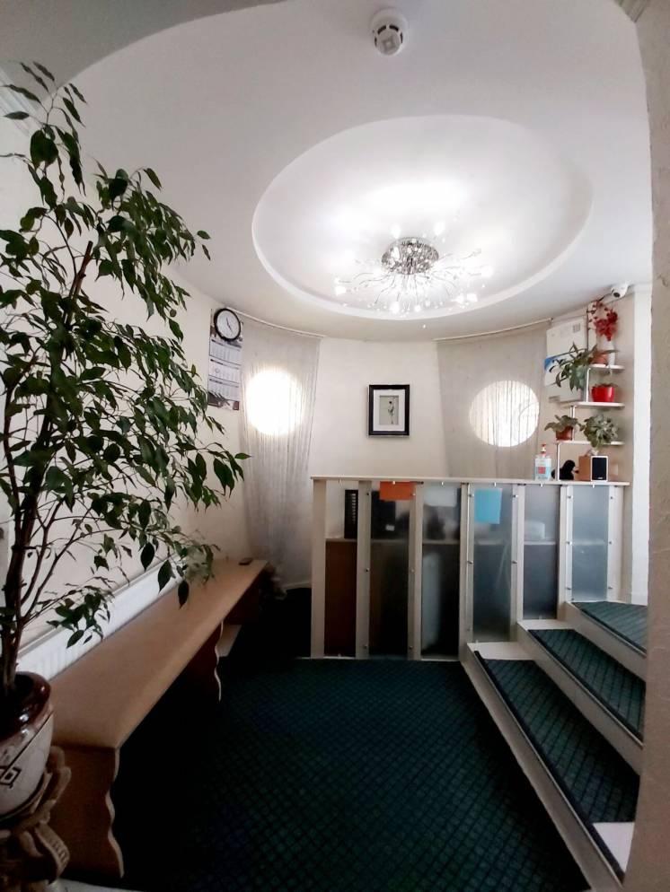 Сдам коммерцию 150 м с ремонтом и частично с мебелью, отдельный вход.