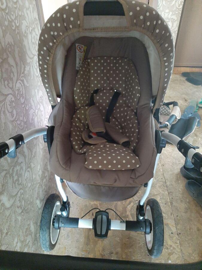 Продам детскую коляску Zippy Lux
