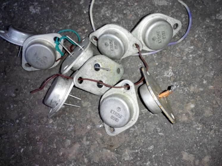 Транзисторы КТ 825Г ( 2шт в лоте )