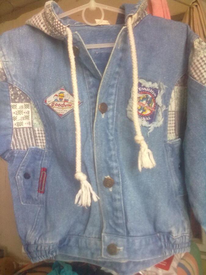 Стильная и модная куртка джинсовая, унисекс на 3 - 5 лет.