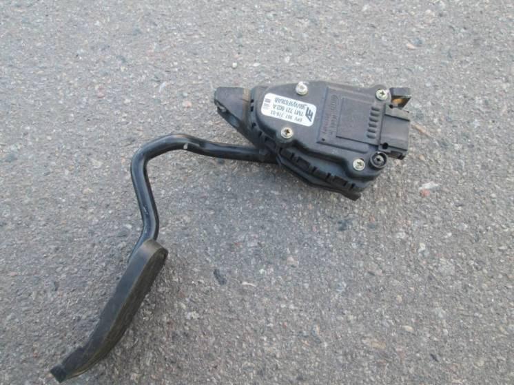 Педаль газа электронна VW Sharan Ford Galaxy 96-10