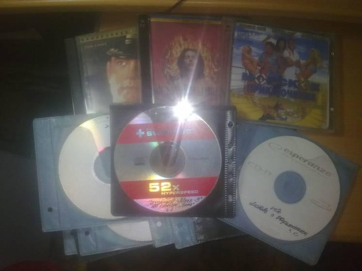 Диски 24 штуки VCD с фильмами