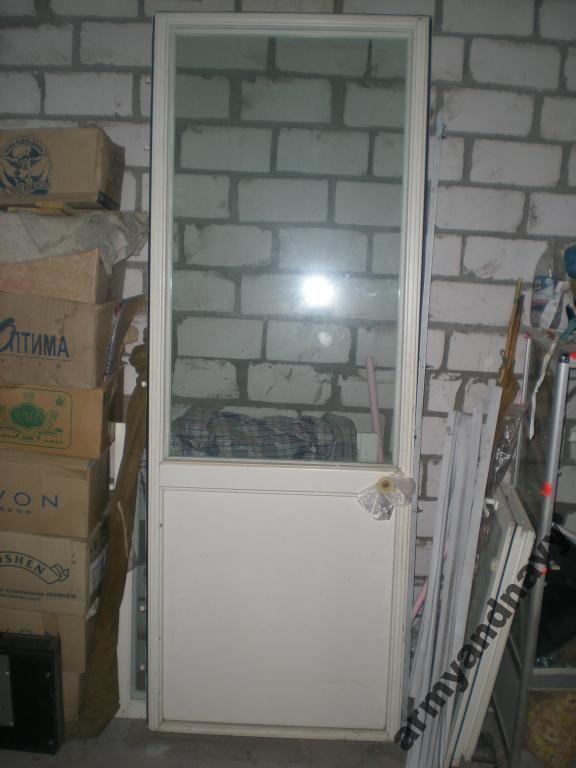 Дверь балконная, правосторонняя.