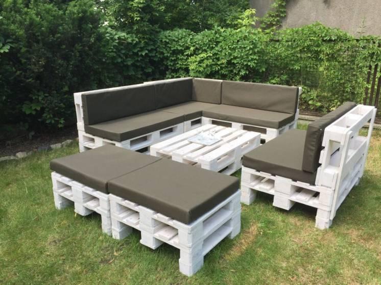 Мебель из дерева из поддонов для сада.