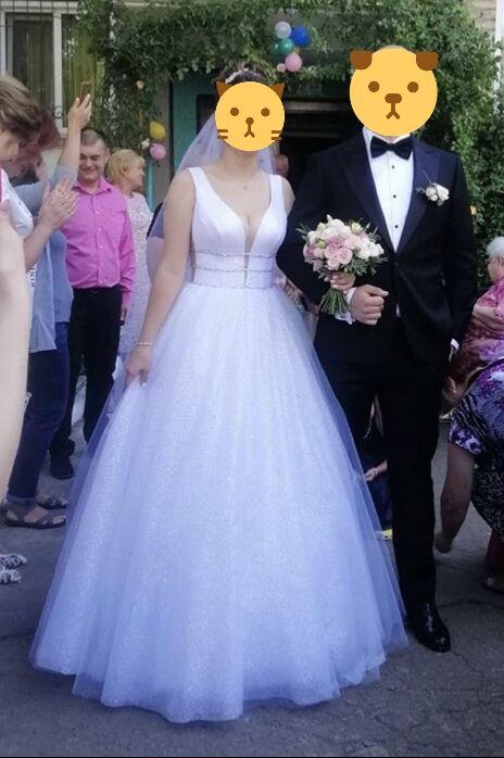 Свадебное платье из ткани с глиттером. В подарок свадебные туфли!!!