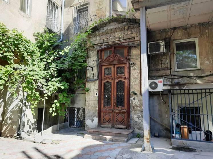 Продается четырехкомнатная квартира в центре города. Общая площадь 73