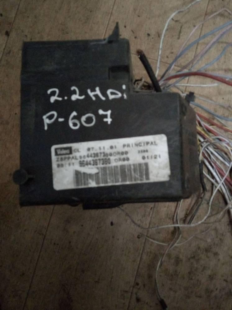 Блок предохранителей Peugeot 607 9644367380