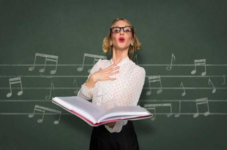 Требуется преподаватель по эстрадному вокалу