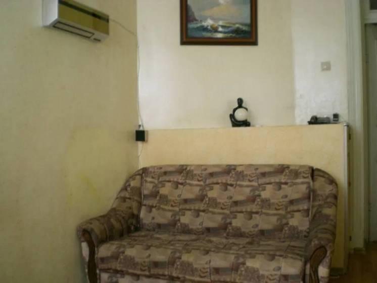 Продам две смежные комнаты в центре