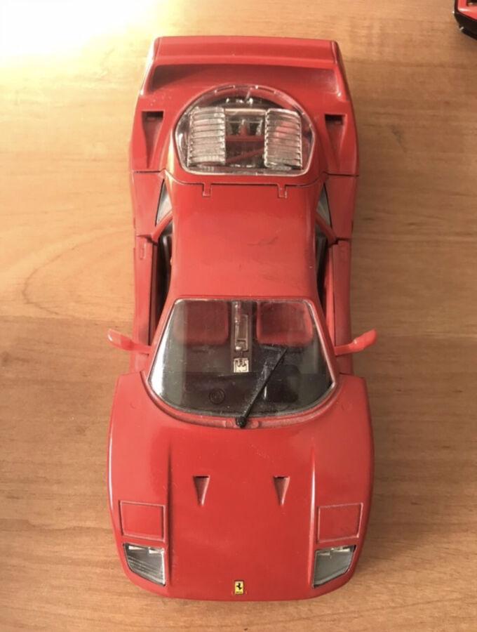 Продам коллекционную модель автомобиля ferrari f40