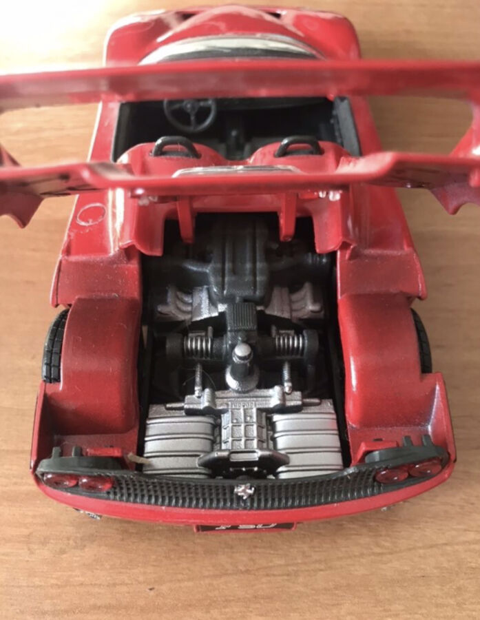 Продам коллекционную модель ferrari f50