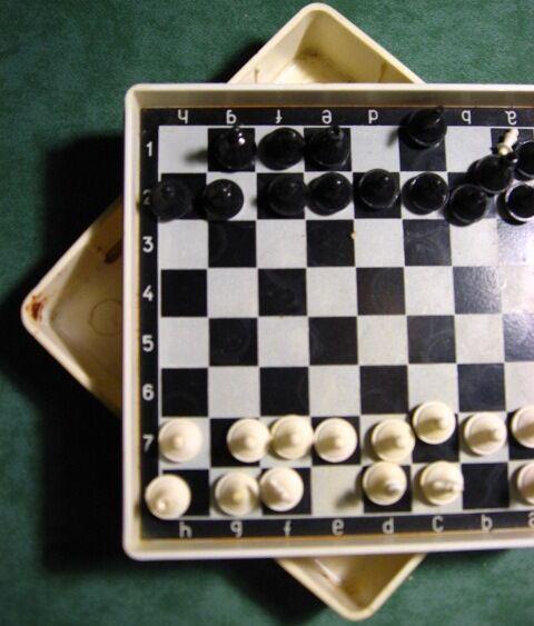 шахматная доска магнитная в коробке. на хм. торг