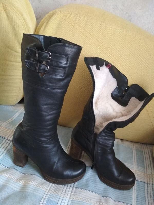 Зимние женские сапоги из натуральной кожи на высоком каблуке