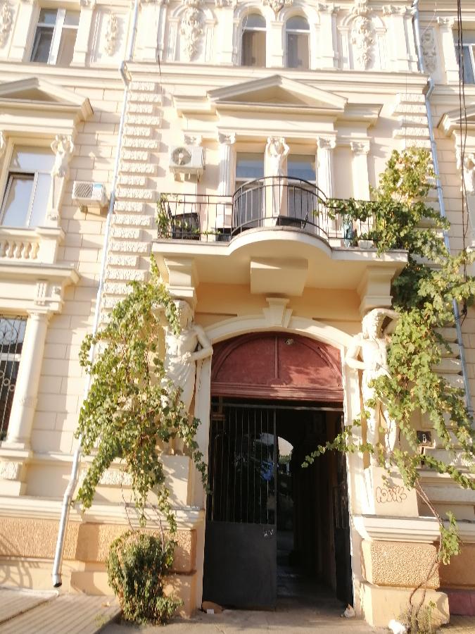Четырехкомнатная квартира в историческом центре города Одессы