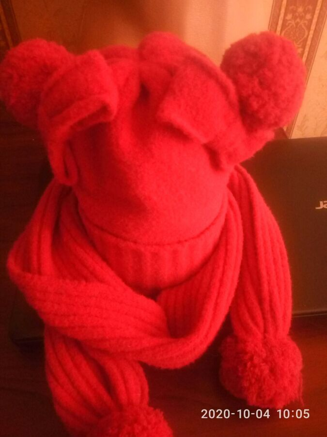 детская вязаная шапочкаи шарф