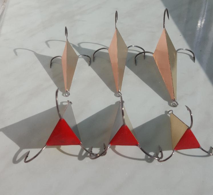 Пирамида , блесна трехцветная.